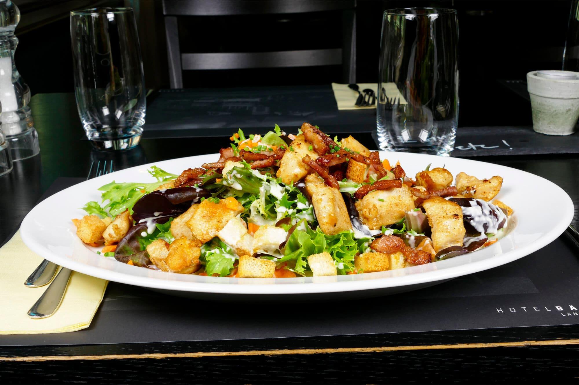 Poulet Würfeli Salat - Restaurant Bären